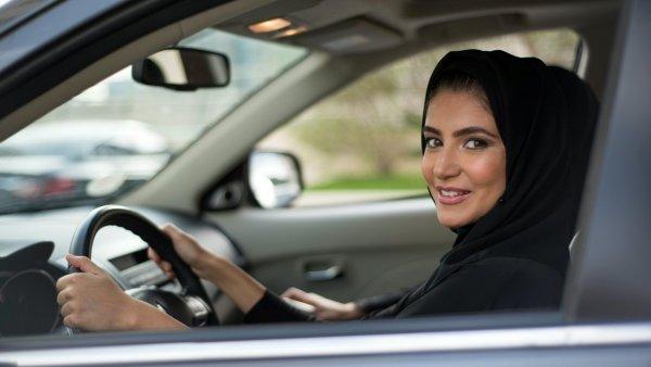 С 24 июня Саудовские женщины смогут водить машину