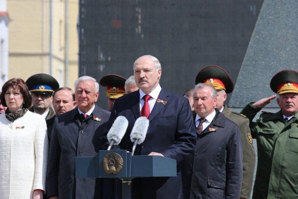 Лукашенко в День Победы пообещал сохранить правдивую историю о войне
