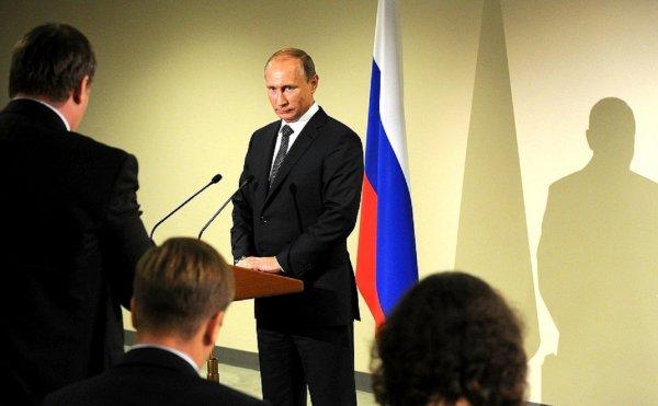 Путин произнес тост за мир и поколение победителей