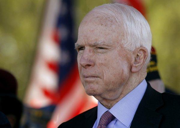 В Белом доме жестоко пошутили над больным раком мозга Маккейном