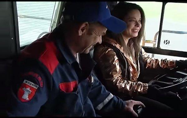 Наташа Королева порулила крупнейшим в мире самосвалом БелАЗ