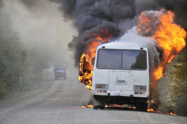 На 22-м километре МКАД загорелся автобус