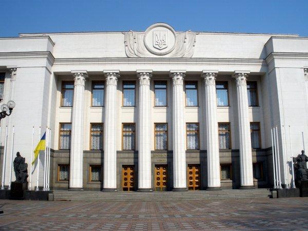 Украинские политики в эфире устроили скандал из-за курса гривны и Порошенко