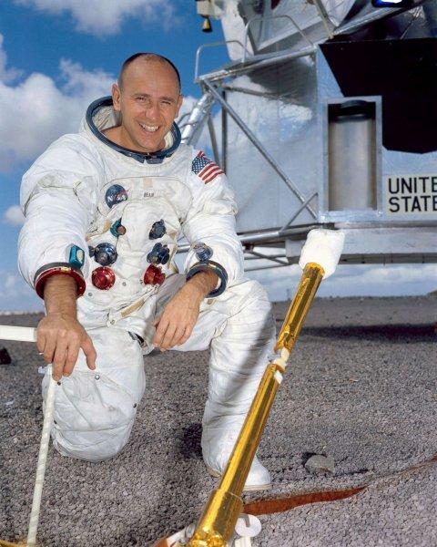 Умер астронавт Алан Бин, побывавший на Луне