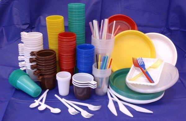 В Евросоюзе могут запретить пластиковую посуду