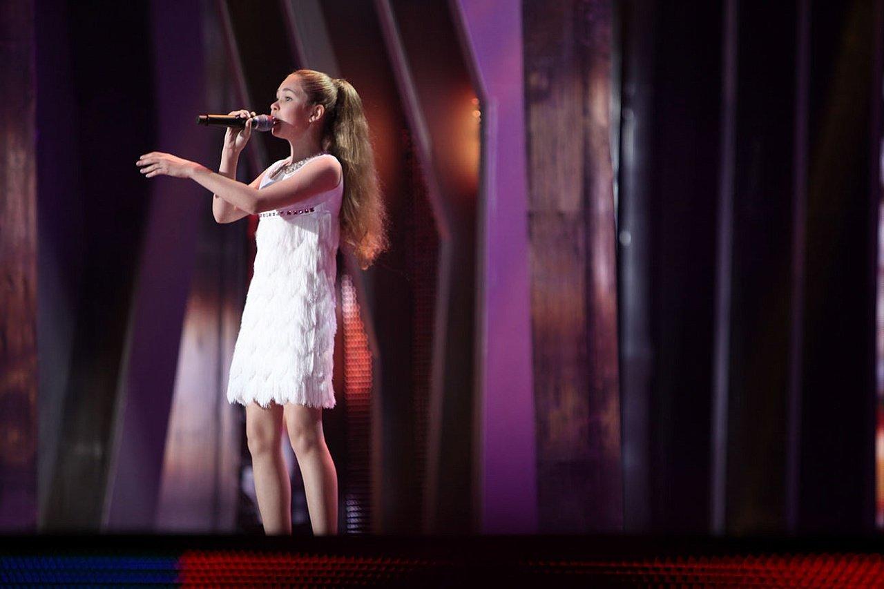 Брянская молодая эстрадная певица выступила в«Модном приговоре»