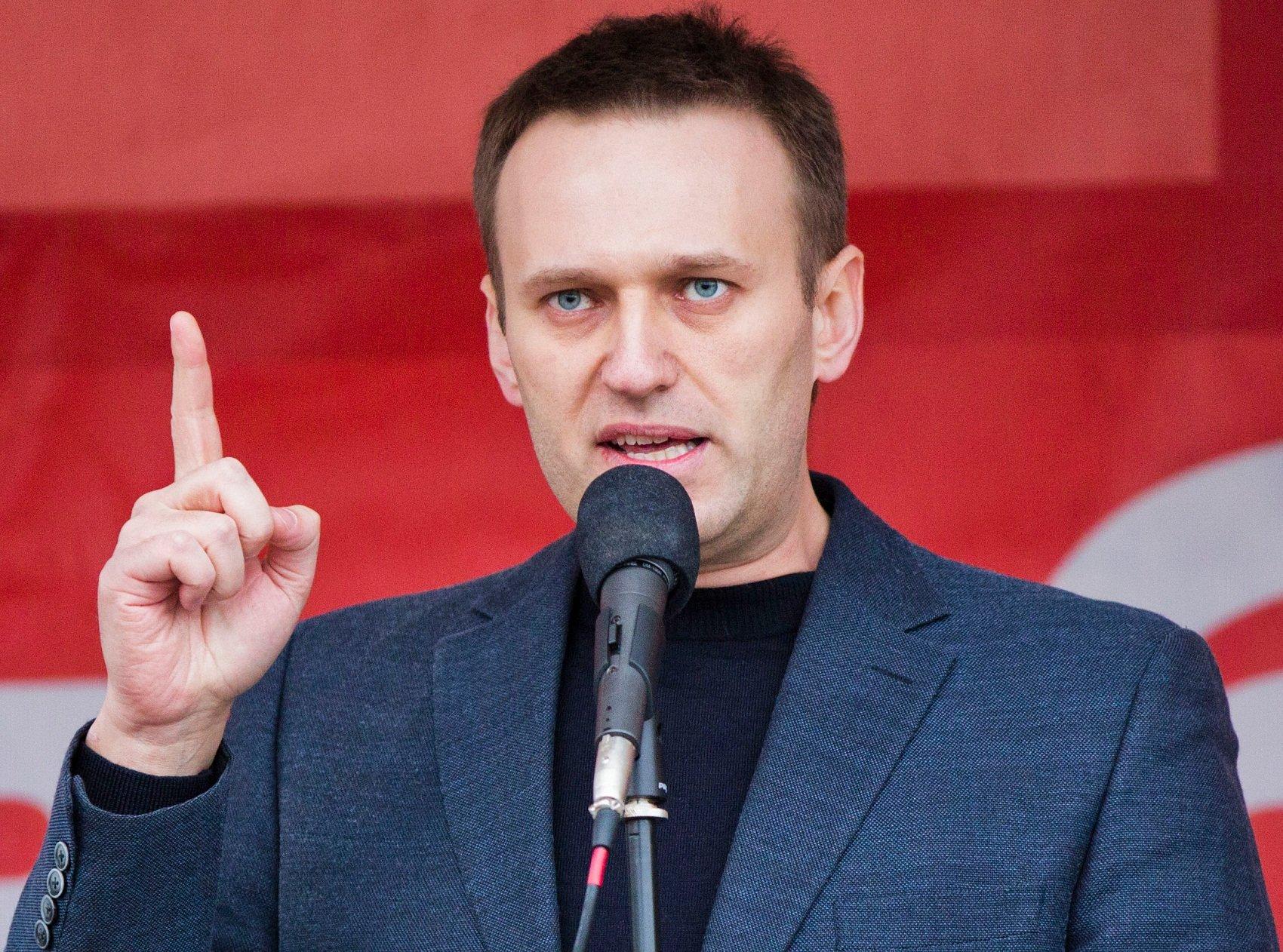 Навальный просто должен был что-то ляпнуть 9 мая