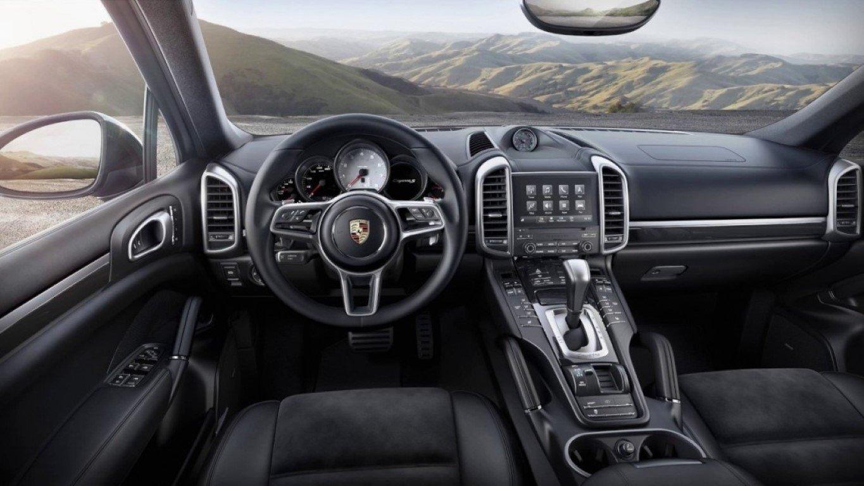 Стали известны сроки появления кросс-купе Porsche Cayenne