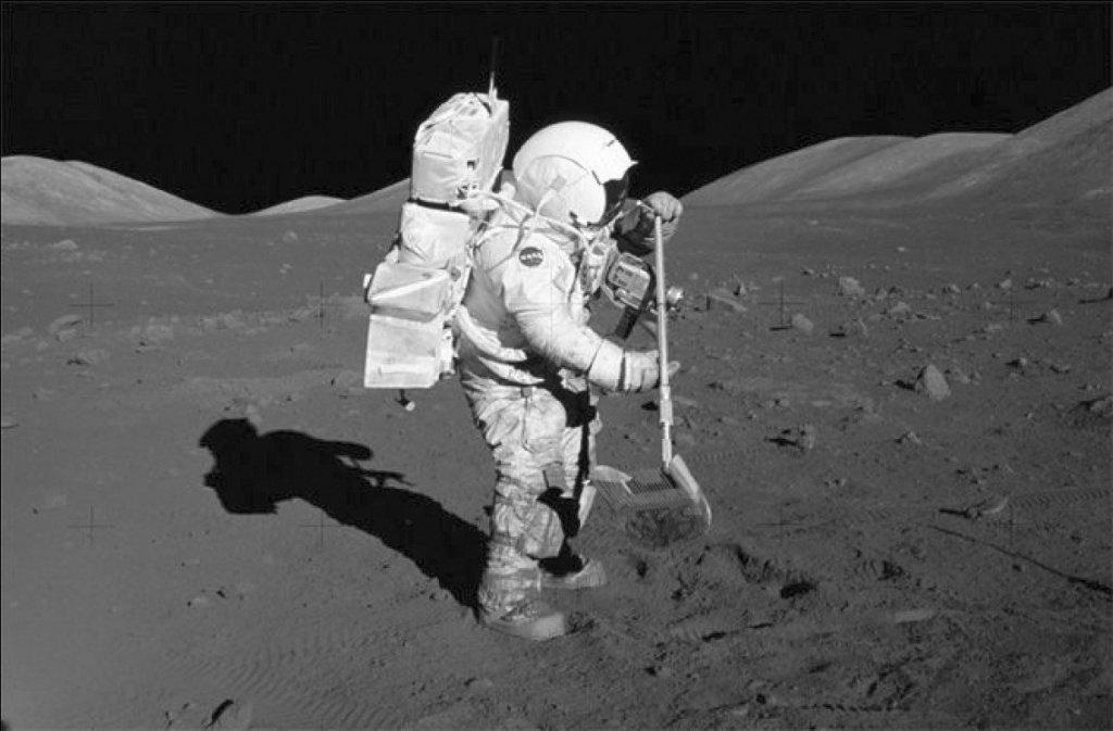 Астронавты США отыскали наЛуне города инопланетян