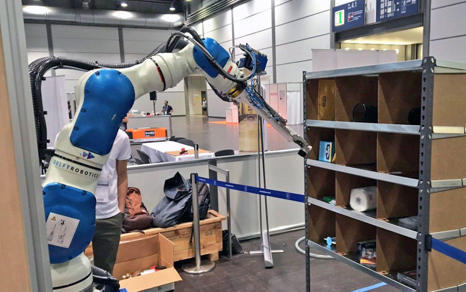 Amazon начал внедрять роботов напозиции менеджеров