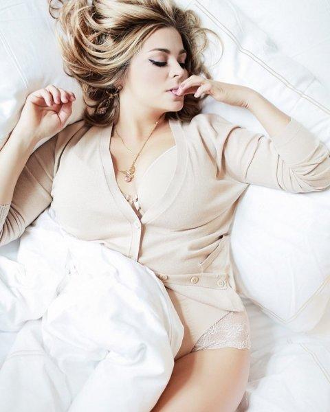 39-летняя Ирина Пегова показала постельный снимок в нижнем белье