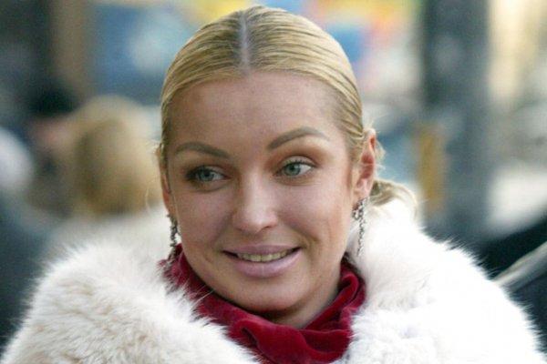 Гениталиями наружу: Волочкова в новом шпагате превзошла сама себя