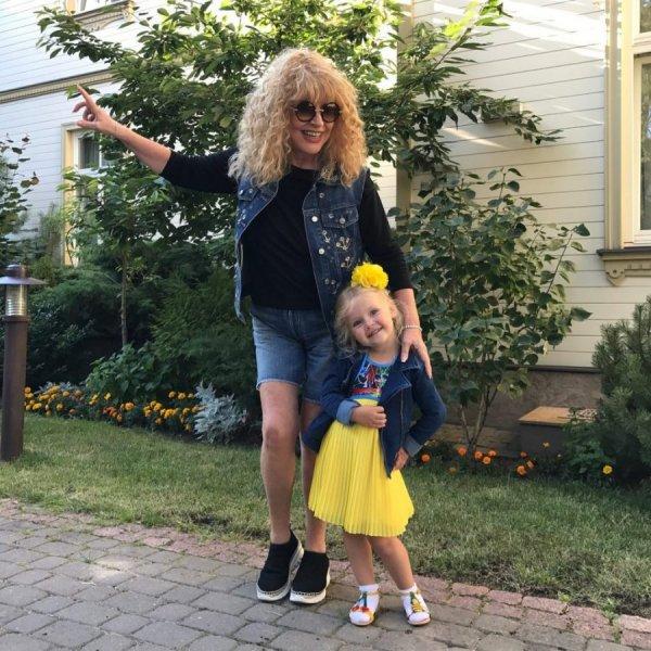 «Вся в маму»: Поклонники сравнили танцы Аллы и Лизы Пугачевой