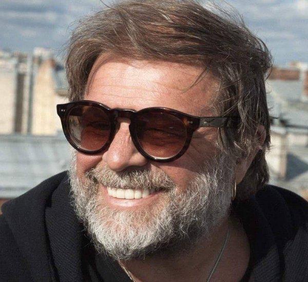 «Дай ему Бог прийти в себя»: Националист напал на Гребенщикова на уличном концерте в Киеве