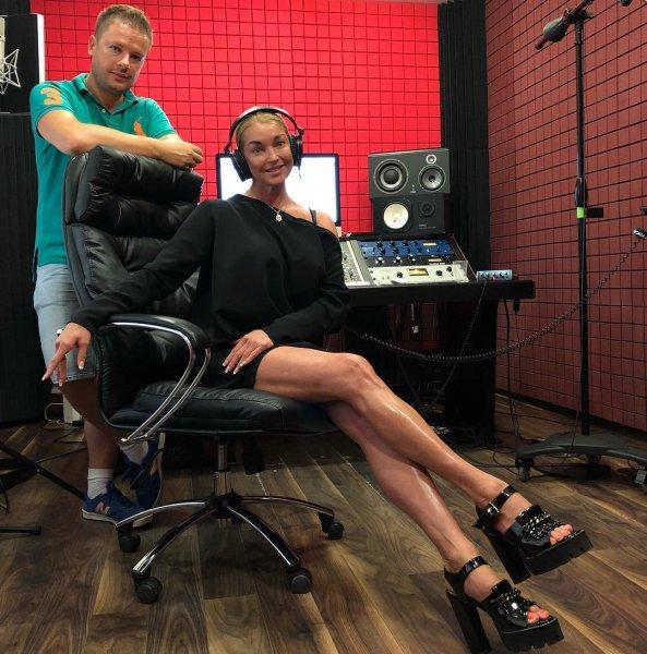 «Еще одна Бузова»: Волочкова записала песню