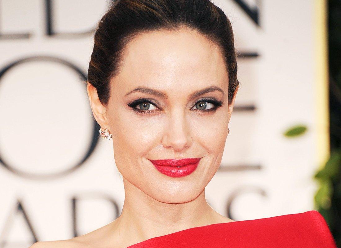 Картинки по запросу радиоведущий программы BBC Radio Breakfast Show о Джоли
