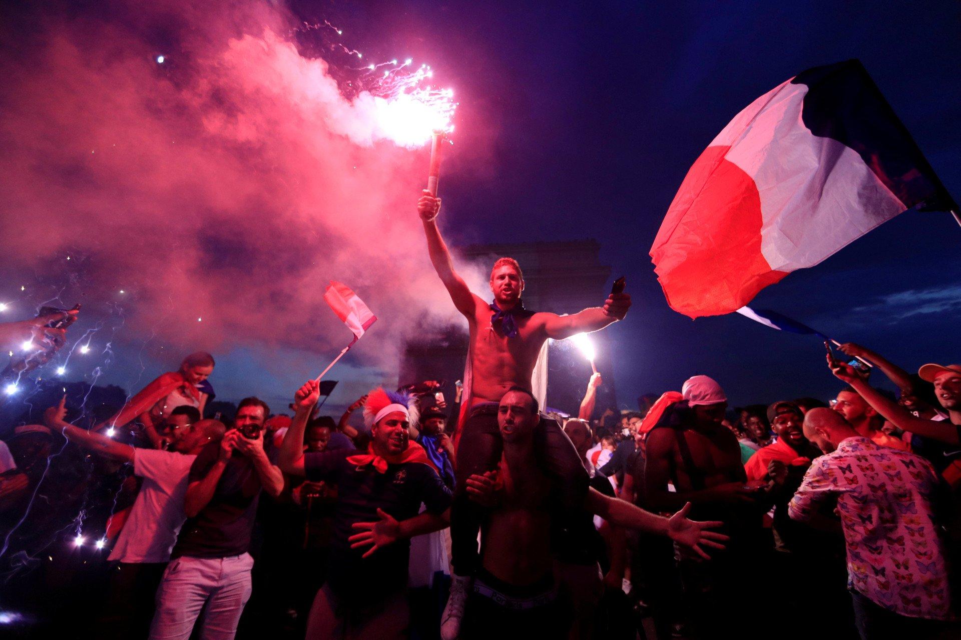 ВоФранции празднование победы сборной вЧМ-2018 переросло вмассовые беспорядки