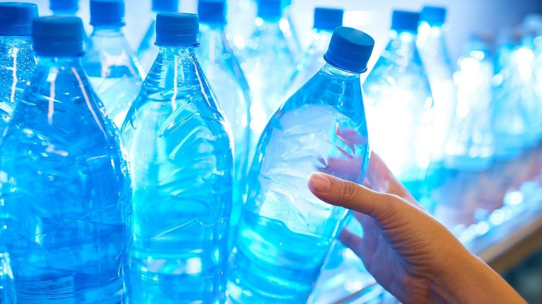 В государственной думе посоветовали обязать торговые точки продавать воду позафиксированной цене