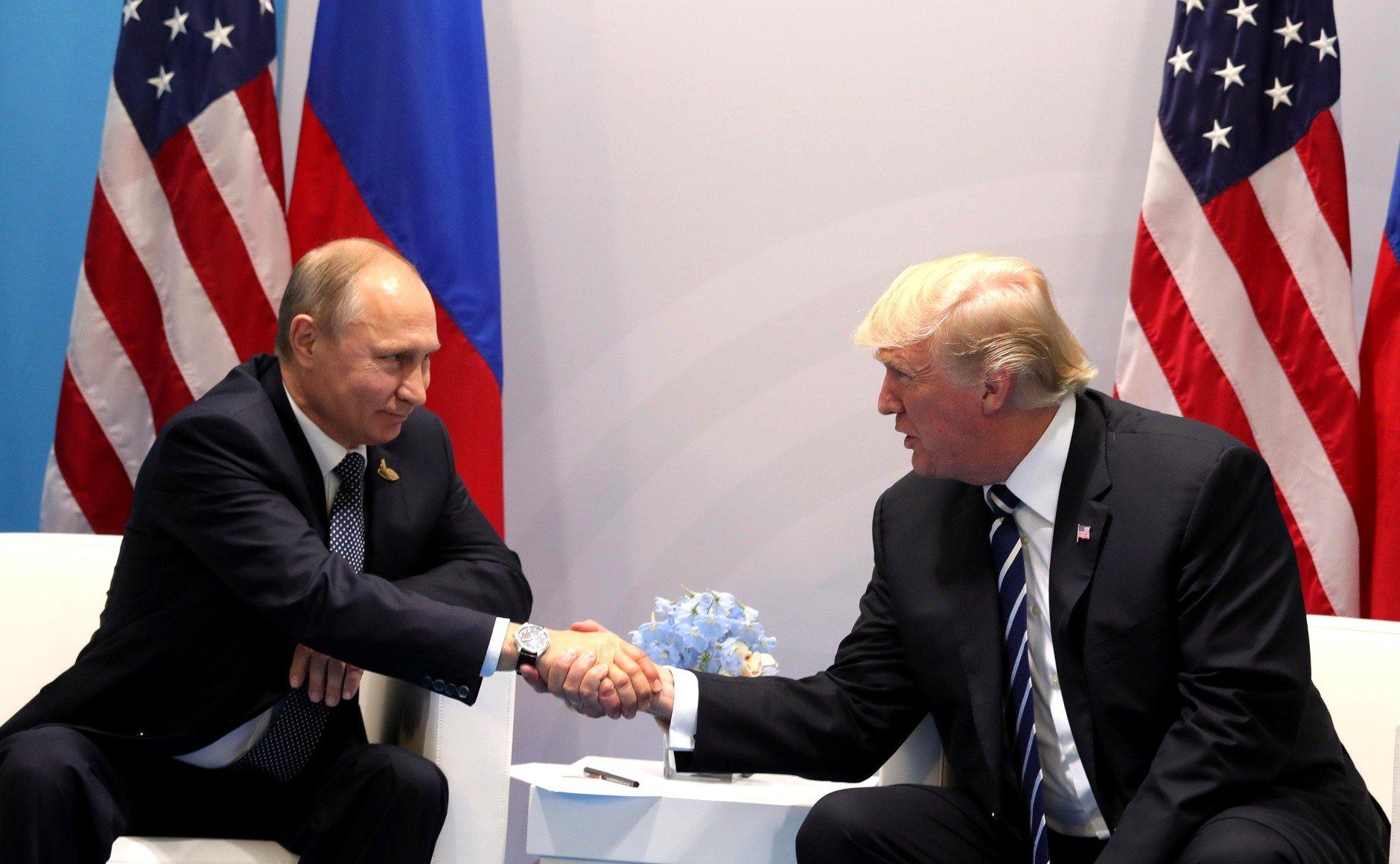 Перед инаугурацией Трампу показали досье о«вмешательстве» РФввыборы