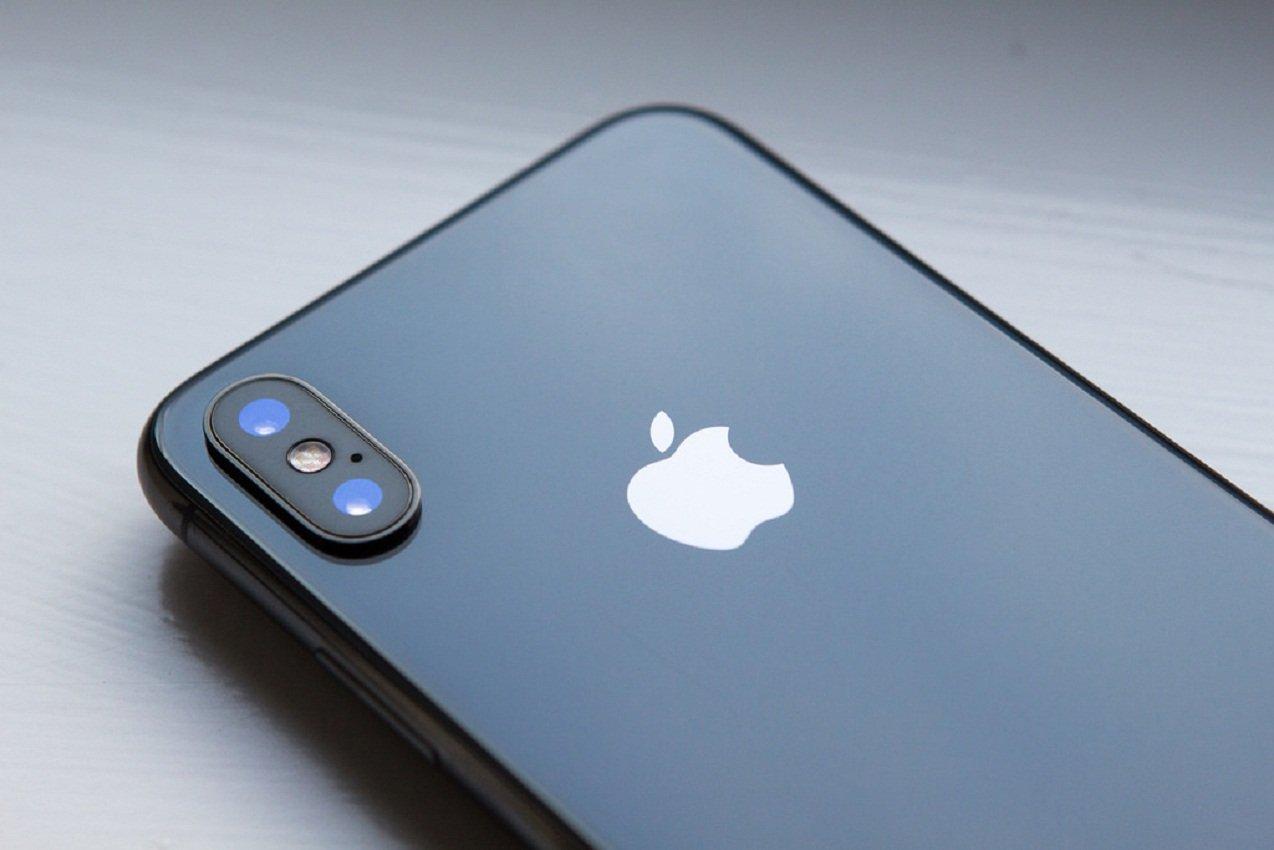 Названы отличия поддельного iPhone Xза $100 от реального