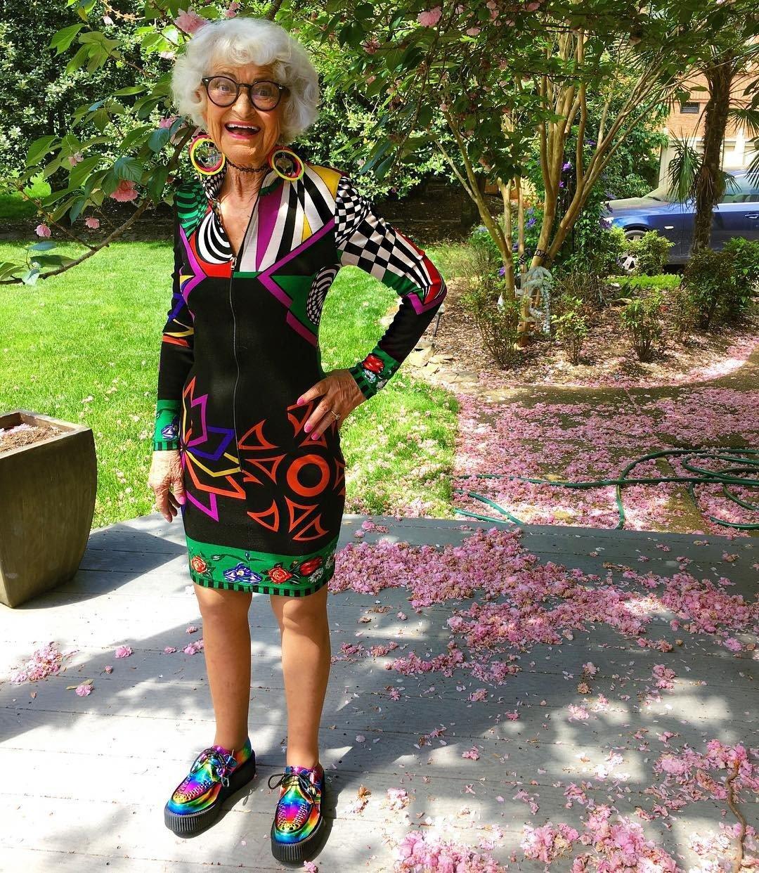 103-летняя старушка палкой выгнала мошенников изсвоего дома