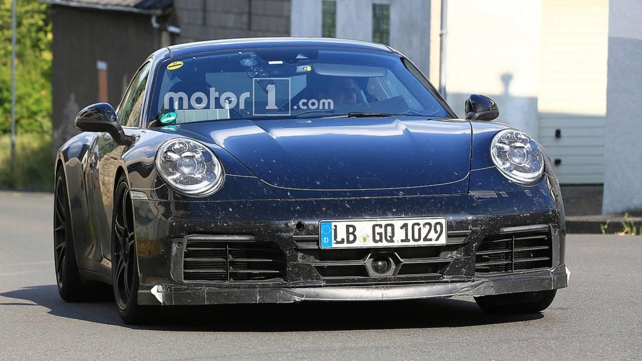 Всеть попали свежие шпионские фото спорткара Порш 911 GTS
