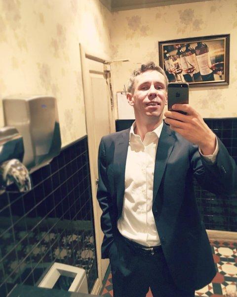 Панин взбесил пользователей Сети снимком из общественного туалета
