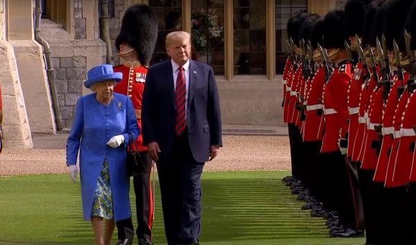 Трамп пренебрег этикетом во время встречи с Елизаветой II, чем оскорбил Великобританию