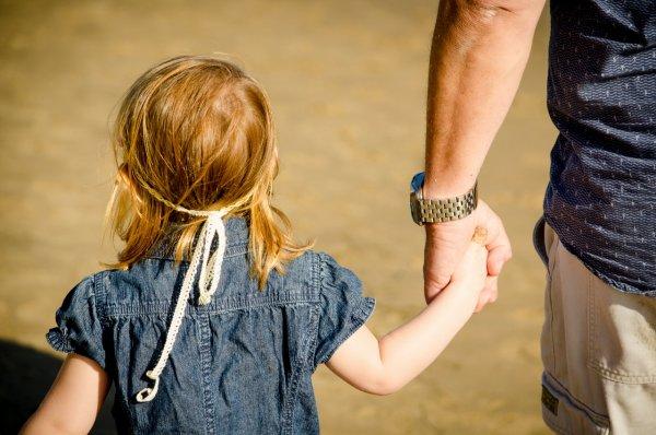 Солдат АТО развращал собственную дочь ради наживы