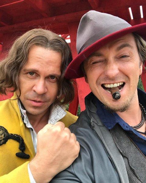 Безруков показал фотографию со съемок фильма «Бендер»