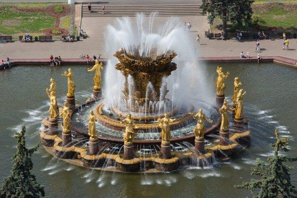 Роспготребнадзор просит не купаться в фонтанах