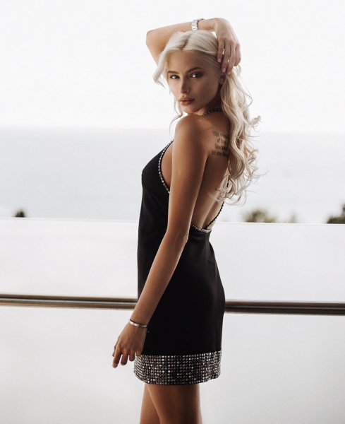 «И как силикончик наощупь?»: Экс-подруга Тимати зажигала на «не модной» тусовке бывшей протеже Фадеева