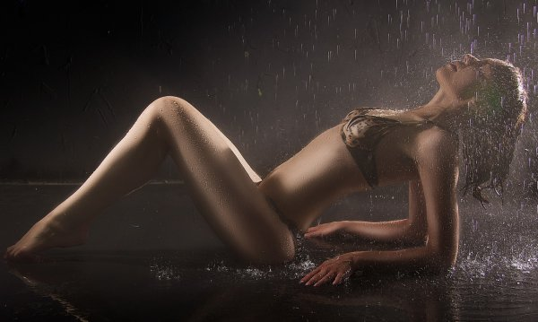 Сексуальные формы голого тела Nelly A