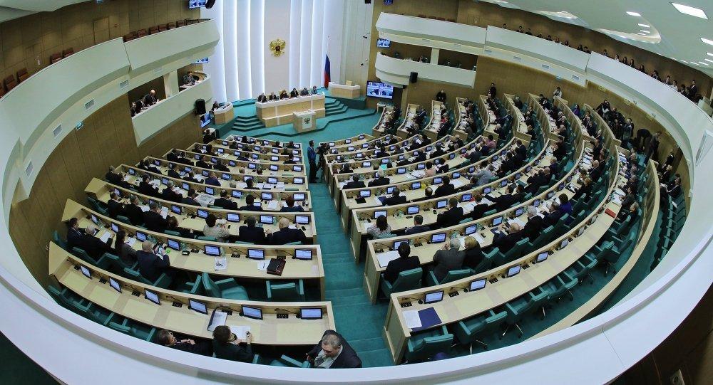 Перевод чиновников на мобильные телефоны с русской ОСоценили в160 млрд руб