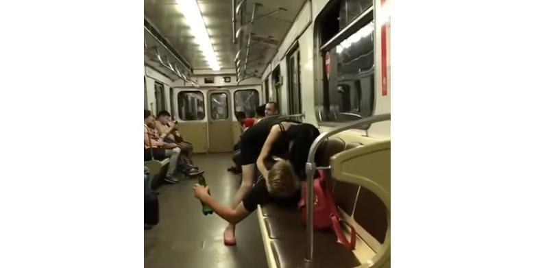 Видео секс в метро