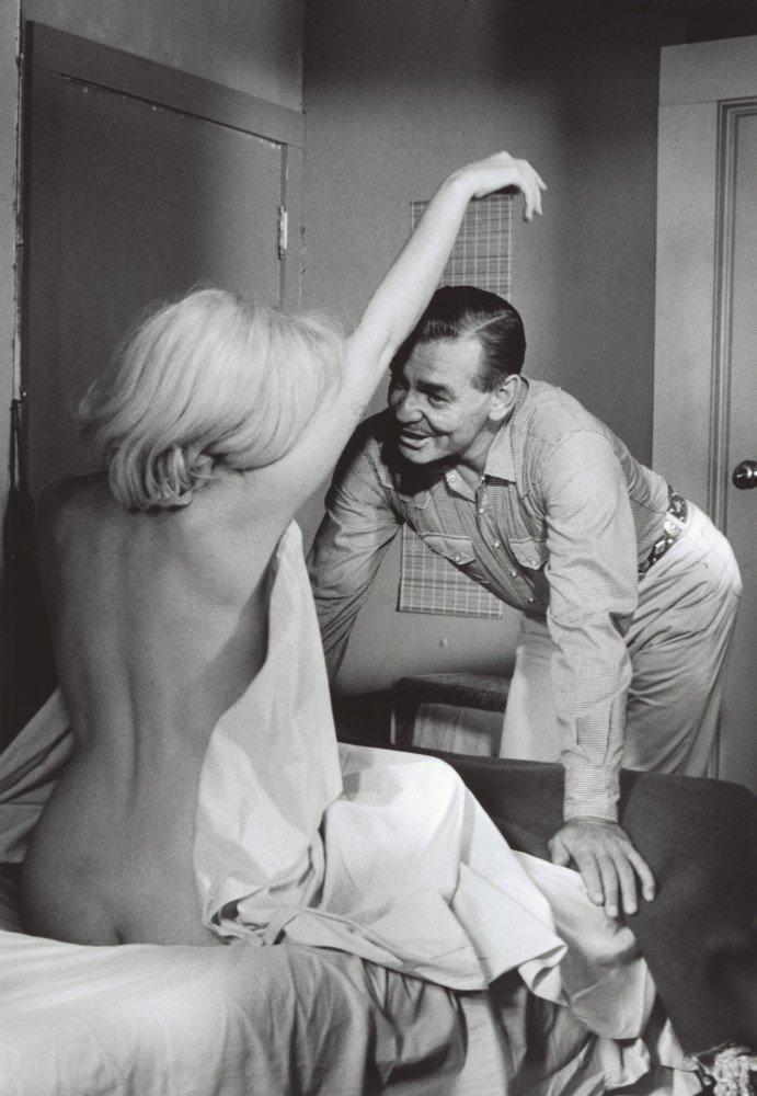 Девушек мерлин монро откровенные фото отъебал мужика порно