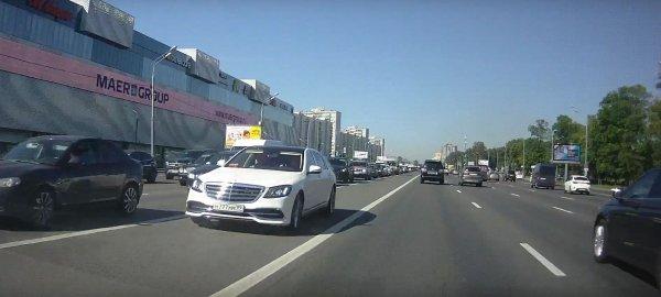 «Безумный Сиф»: Авто с номерами Кобзона гоняет по московским трассам
