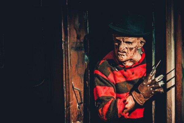 В США клоуна-убийцу с «перчаткой Фредди Крюгера» осудили на 42 года