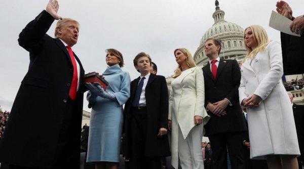 На инаугурации Трамп хотел принести присягу не на Библии, а своей книге о бизнесе