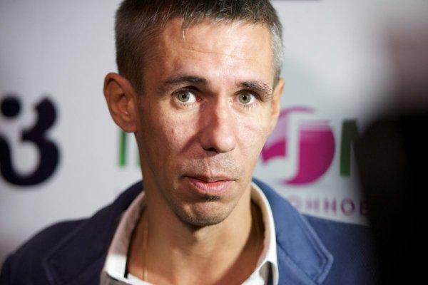 Нудист-дебошир: Пьяный Алексей Панин устроил очередное бесчинство на борту самолета