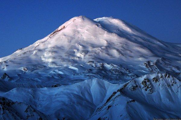 На Эльбрусе обнаружили альпинистку, скончавшуюся 31 год назад
