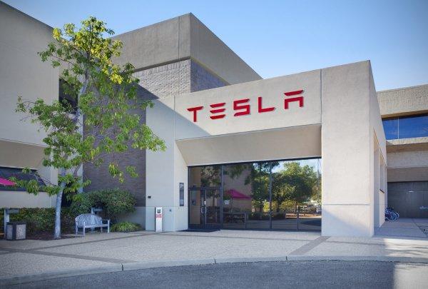 Tesla создала станцию подзарядки для смартфонов