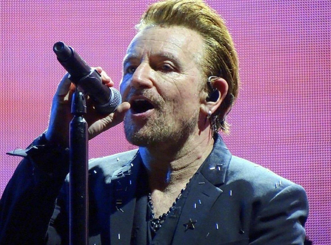 Солист U2 потерял голос вовремя концерта вБерлине
