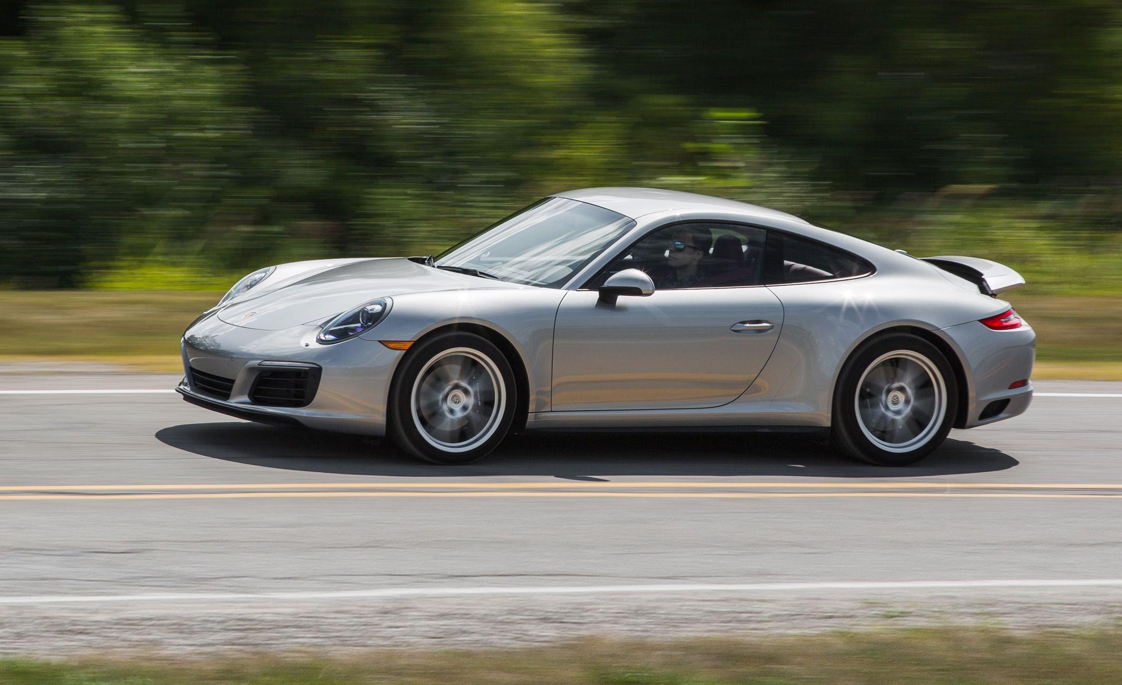 Специалисты назвали Порш 911 лучшим автомобилем года