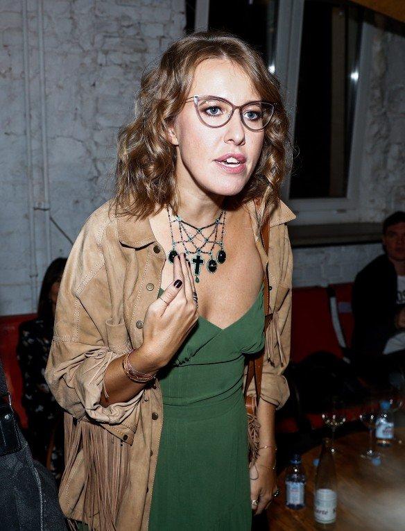 через фото русских знаменитостей без лифчика самой очень