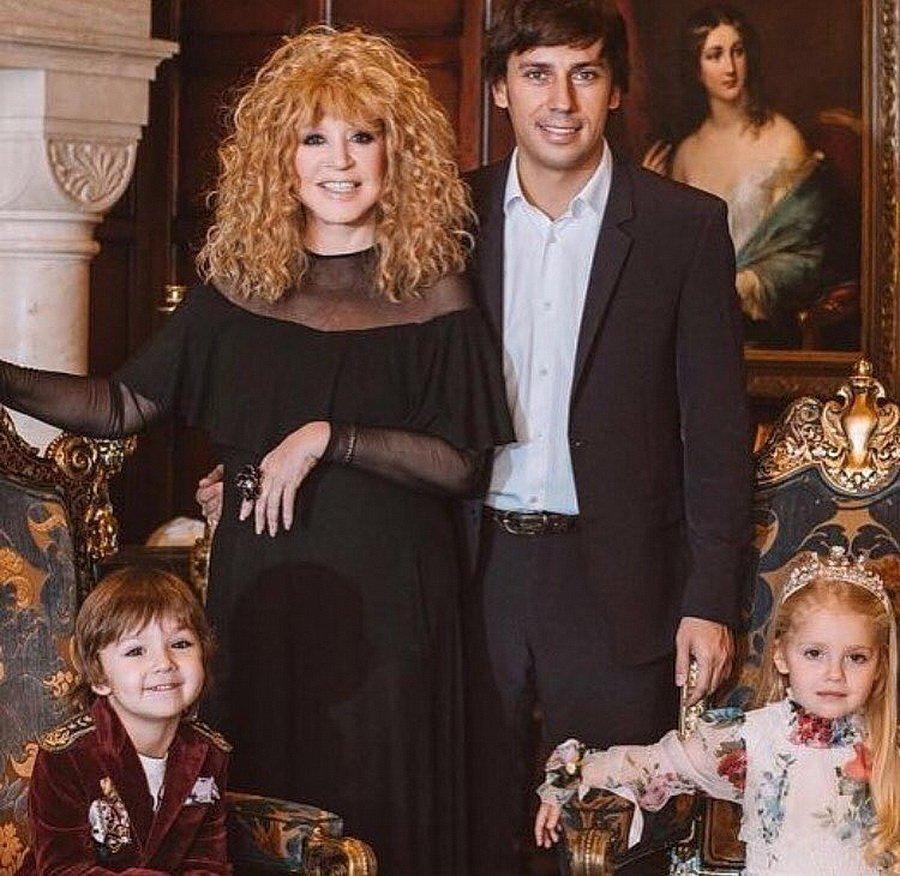 тому, что фото аллы пугачевой с детьми и галкиным привлек данной проблеме
