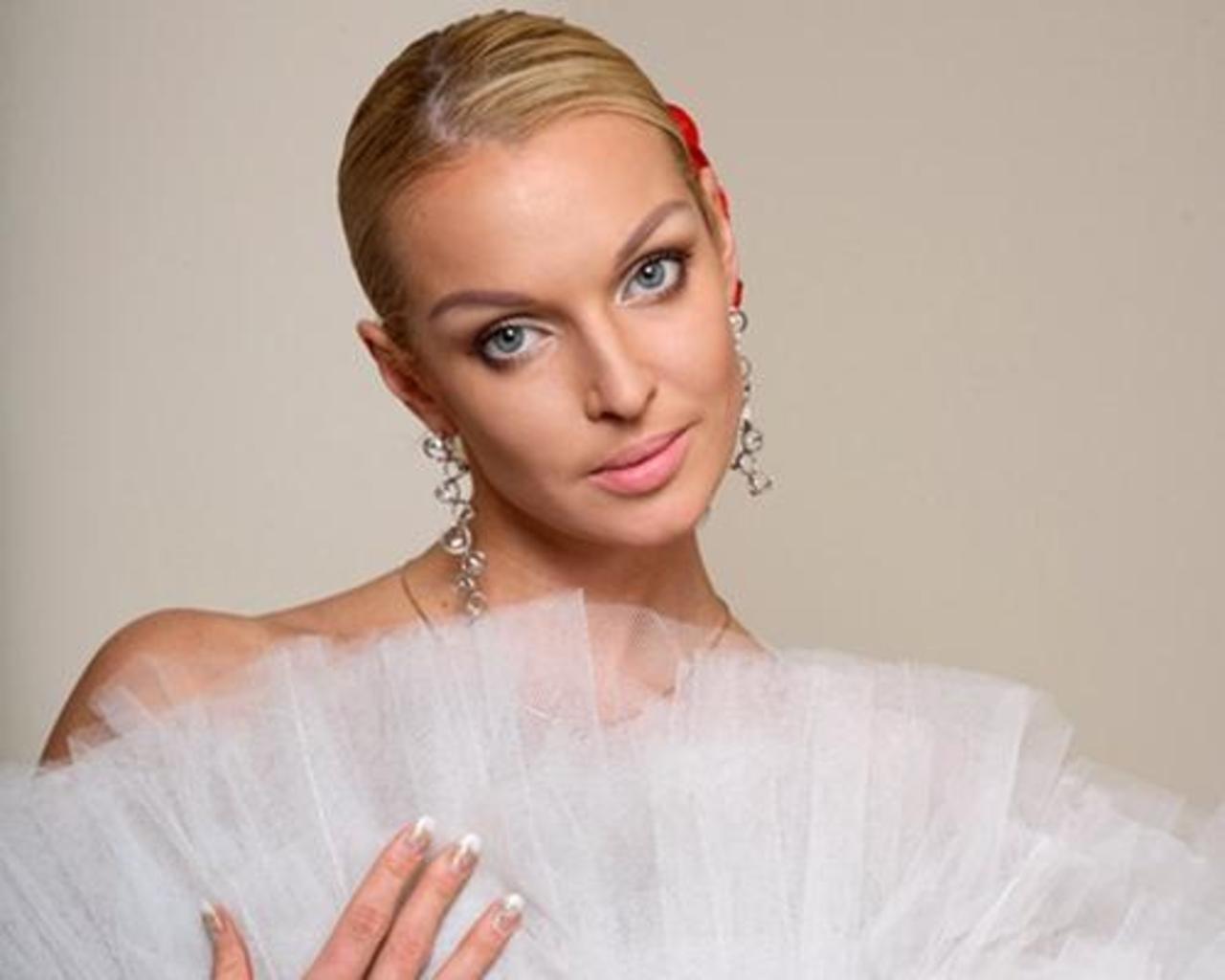 Анастасия Волочкова вернула бывшего мужа и похвасталась своей свадьбой, фото