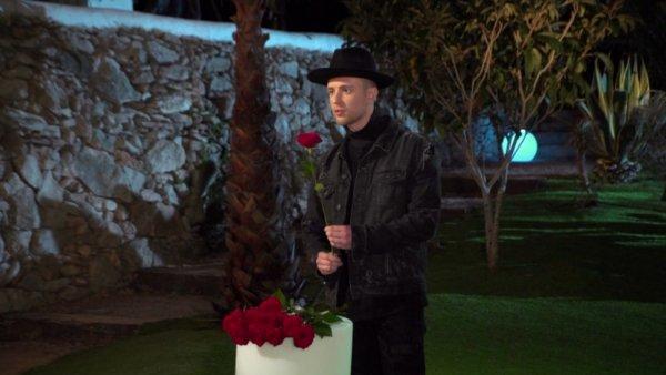 Жительницы Пензы получали розы от Егора Крида