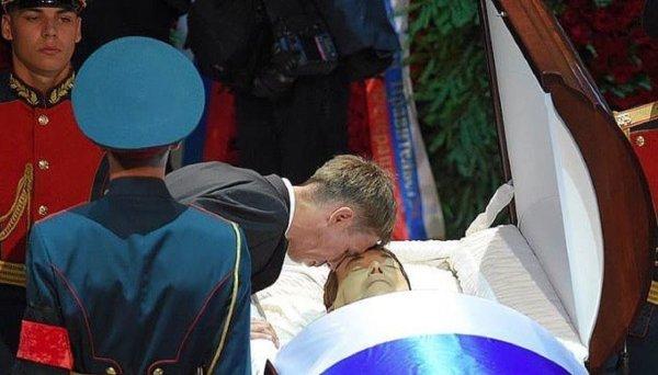 «Это не хайп и не пиар»: Панин поделился в Instagram фото с похорон Кобзона