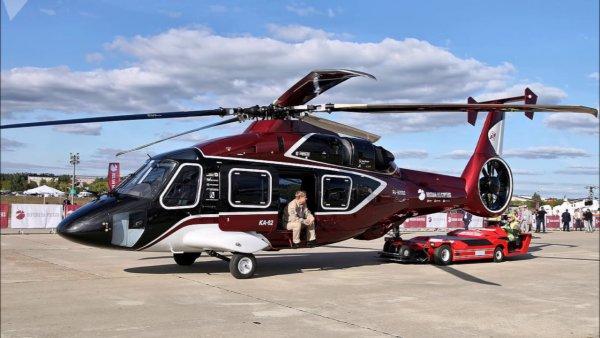 Во Владивосток для демонстрации на экономическом форуме прибыл многоцелевой вертолет Ка-62